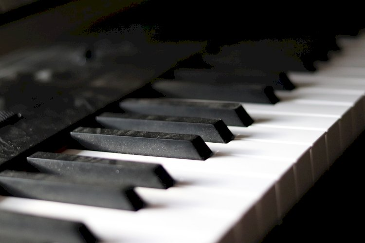 How to learn to play the piano on your own