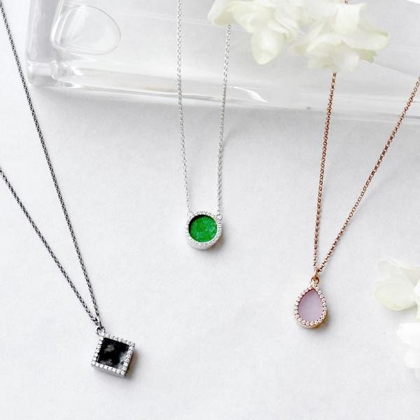 The Best Style Tips For Wearing A Pendant Necklace