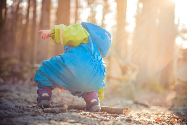 a way of dressing your toddler for a day in nature in a cold weather