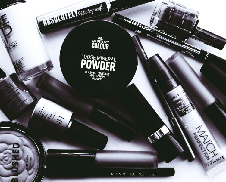 7 Makeup Products That Will Instantly Glam You Up When Travelling